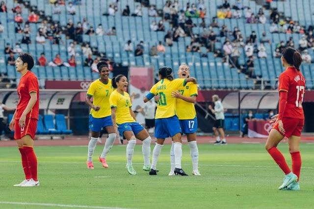 Com dois gols de Marta, Brasil bate China e estreia nas Olimpíadas com goleada