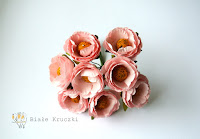 http://bialekruczki.pl/pl/p/Kamelia-jasny-roz-kwiaty-papierowe-3cm%2C-4-szt/1752