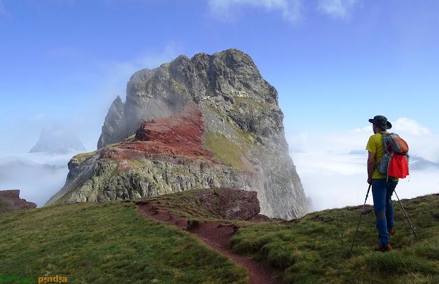 Vistas al Pico Anayet en el Pirineo oscense.