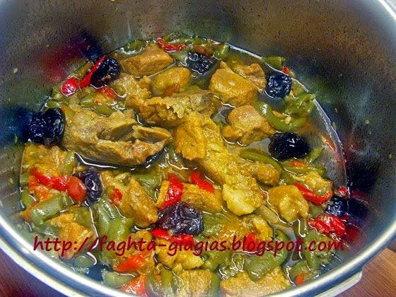 Χοιρινό με πιπεριές και δαμάσκηνα - από «Τα φαγητά της γιαγιάς»