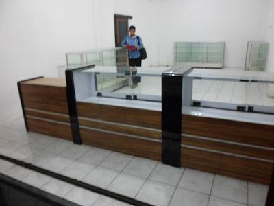 Etalase Display Untuk Toko Roti + Furniture Semarang