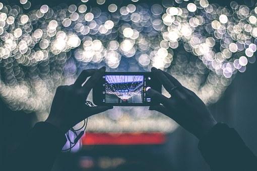 Suka Menyimpan Foto dan Video Kenangan Bersama Keluarga Tapi Memori Smartphone Penuh, USB OTG Sandisk Solusinya!