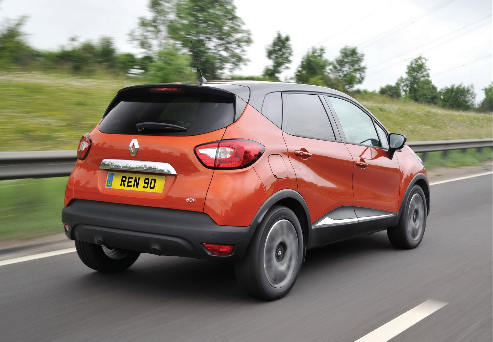 renault captur gains one more diesel in uk. Black Bedroom Furniture Sets. Home Design Ideas