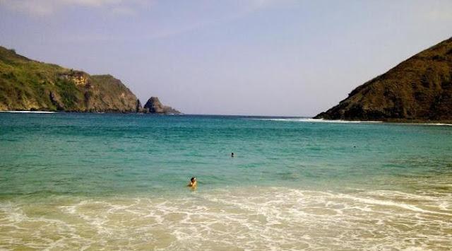 Pantai Mawun pantai indah di Lombok
