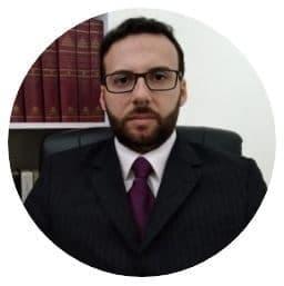 A imagem mostra a foto do especialista em pregação bíblia, Walace Melo.