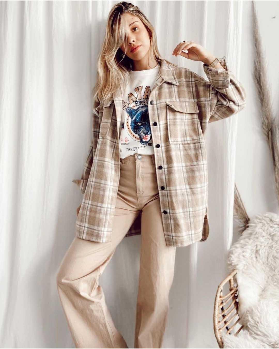 camisas a cuadros pantalones tiro alto beige remera invierno 2021 moda mujer