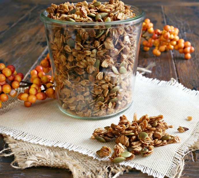 Recipe for a healthy parfait made with yogurt, pumpkin puree and honey, mixed with homemade pumpkin seed granola.