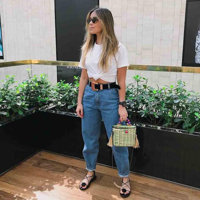 Calça jeans e tshirt branca