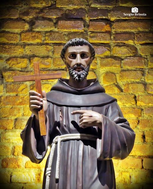 Close-up da Estátua de São Francisco - Paróquia Santo Antônio do Pari - São Paulo