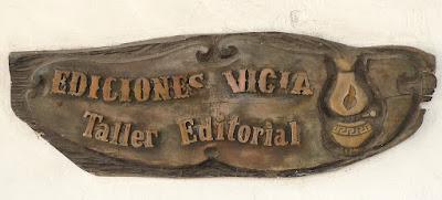 Kuba, Matanzas, Schild der Werkstatt mit der Aufschrift Ediciones Vigia, Taller Editorial.