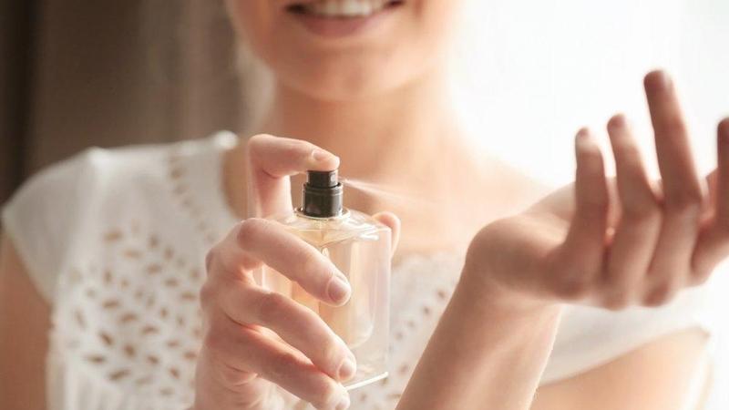 Güzel Kokmak İçin Parfüm Değil Deodorant Kullanıyoruz