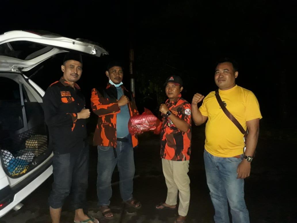Ketua PAC PP Sukakarya Sekaligus Calon Ketua KNPI Salurkan Bantuan Banjir