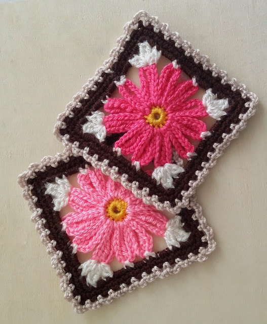 Flower crochet square free pattern