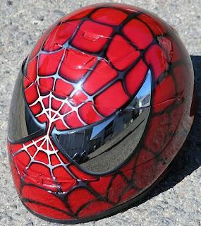 casco de motocicleta pintado con aerografo Spider Man