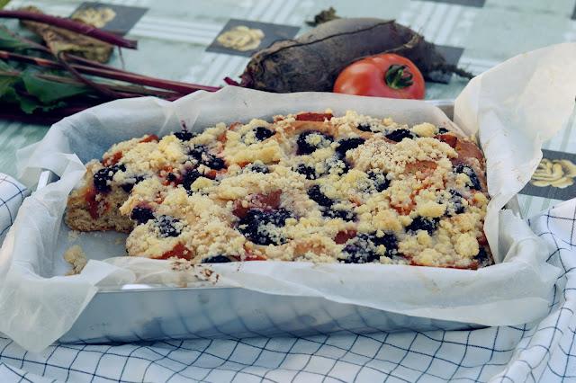 Ciasto drożdżowe z jeżynami i morelami