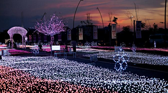 indahnya taman lampu aeon mall