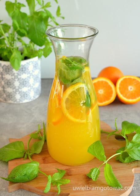 Lemoniada z pomarańczy i mięty