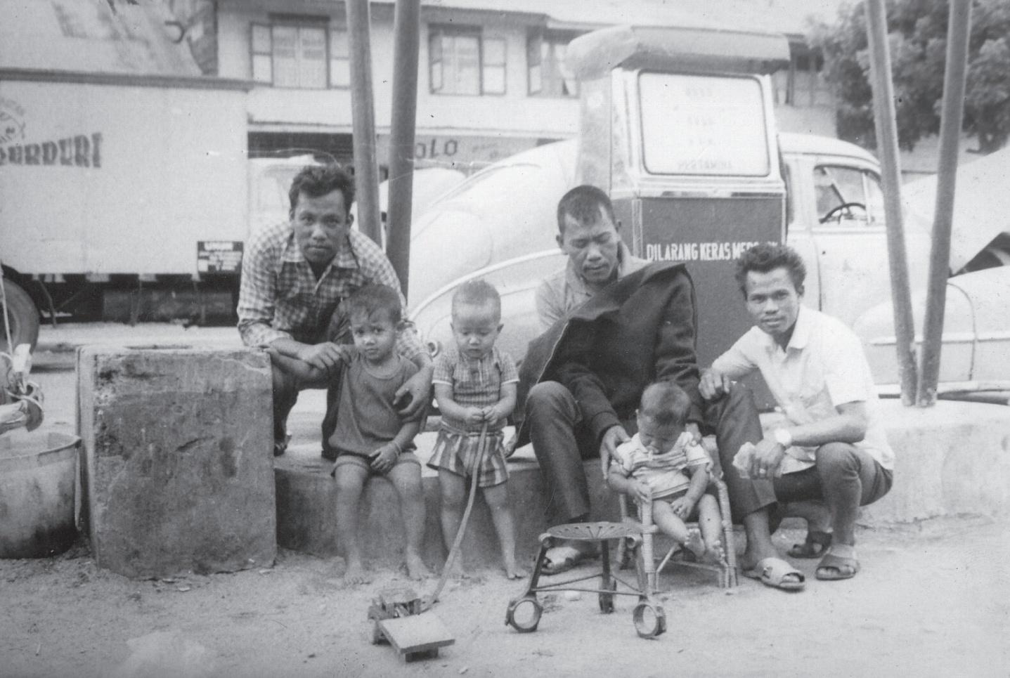 foto Balige Toba Samosir tempo dulu pom bensin Hutabarat