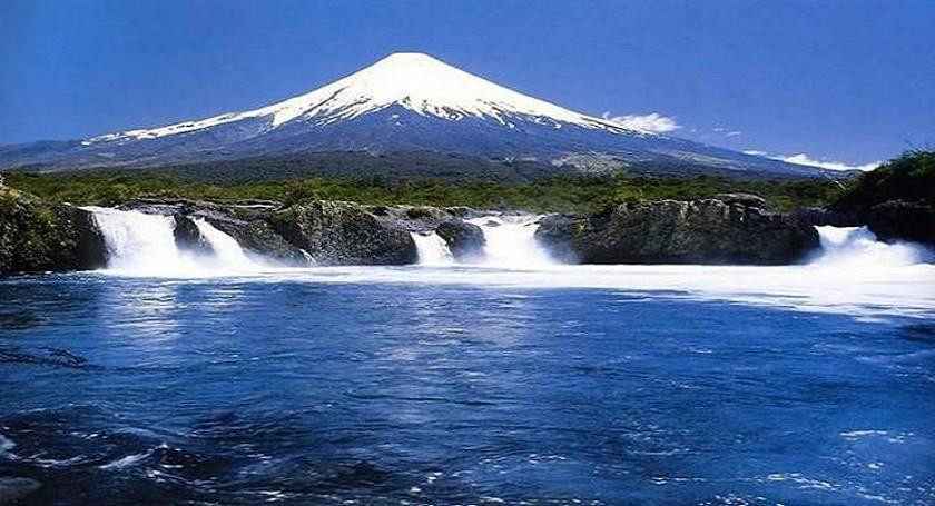 Saltos del Petrohue cascades