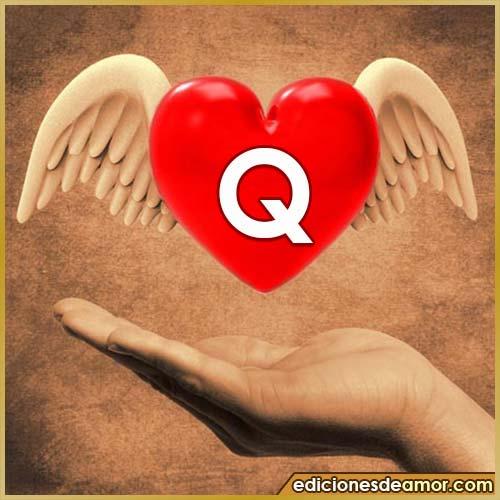 corazón con alas con letra Q