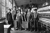 Young Mill Workers (1908), photograph by Lewis Hine.