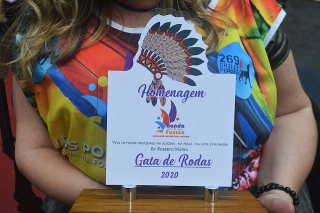 Gata de Rodas cai na folia no Carnaval e recebe homenagem da Banda Fuxico