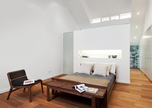 Desain interior ruko hitam putih, inspirasi ruang tidur
