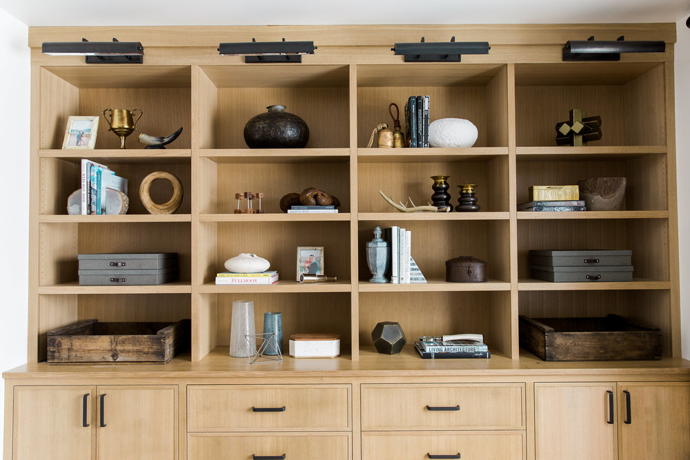 Built in cabinets and shelves in a modern mountain home
