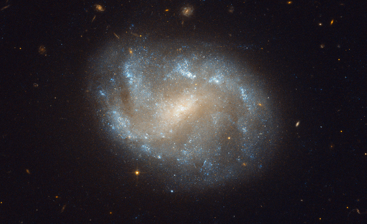 Orbiter.ch Space News: Hubble Image of Galaxies' El Dorado