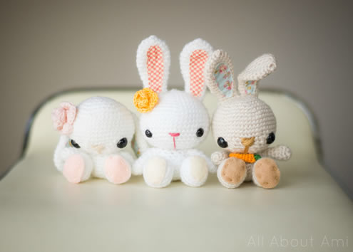Spring bunnies crochet pattern (Photo and crochet pattern by All about Ami Crochet) | Happy in Red