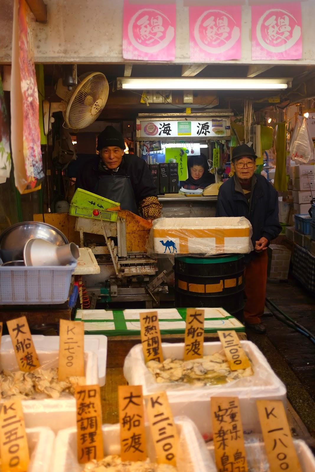 Le Chameau Bleu - Vendeur du Marché au poisson de Tsukiji Japan