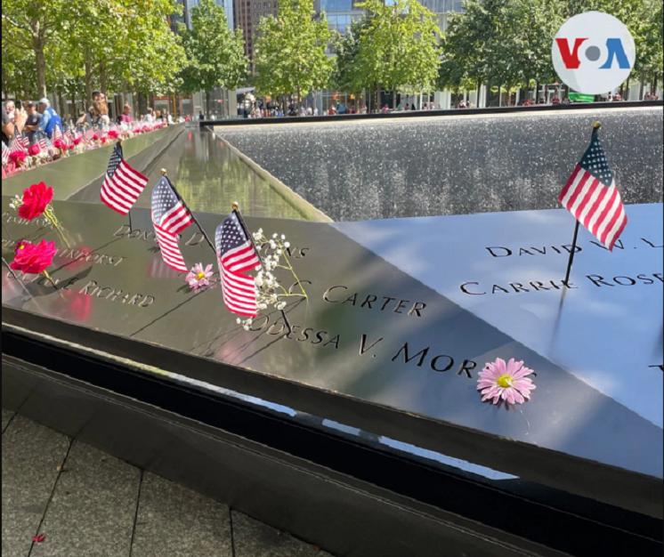 Monumento ubicado donde antes se erigían las Torres Gemela, en el Bajo Manhattan, recuerda a las miles de personas que perdieron la vida ese día / VOA