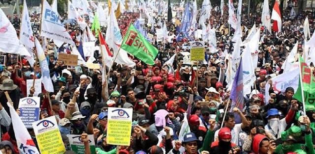 Demonstrasi Buruh Berakhir Damai, Pengamat: Ada Yang Aneh Dengan Demo Mahasiswa