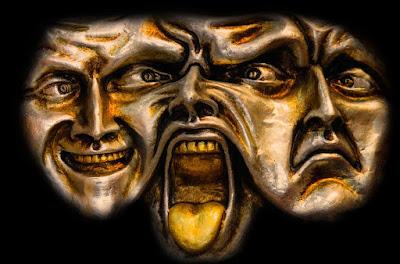 ثلاثة أشخاص بتعبيرات حزن و فرح و صراخ
