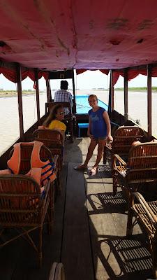 Barcaza del primer tramo a Chong Kneas