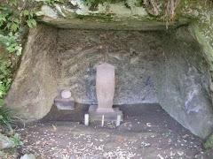 龍宝寺新居白石碑