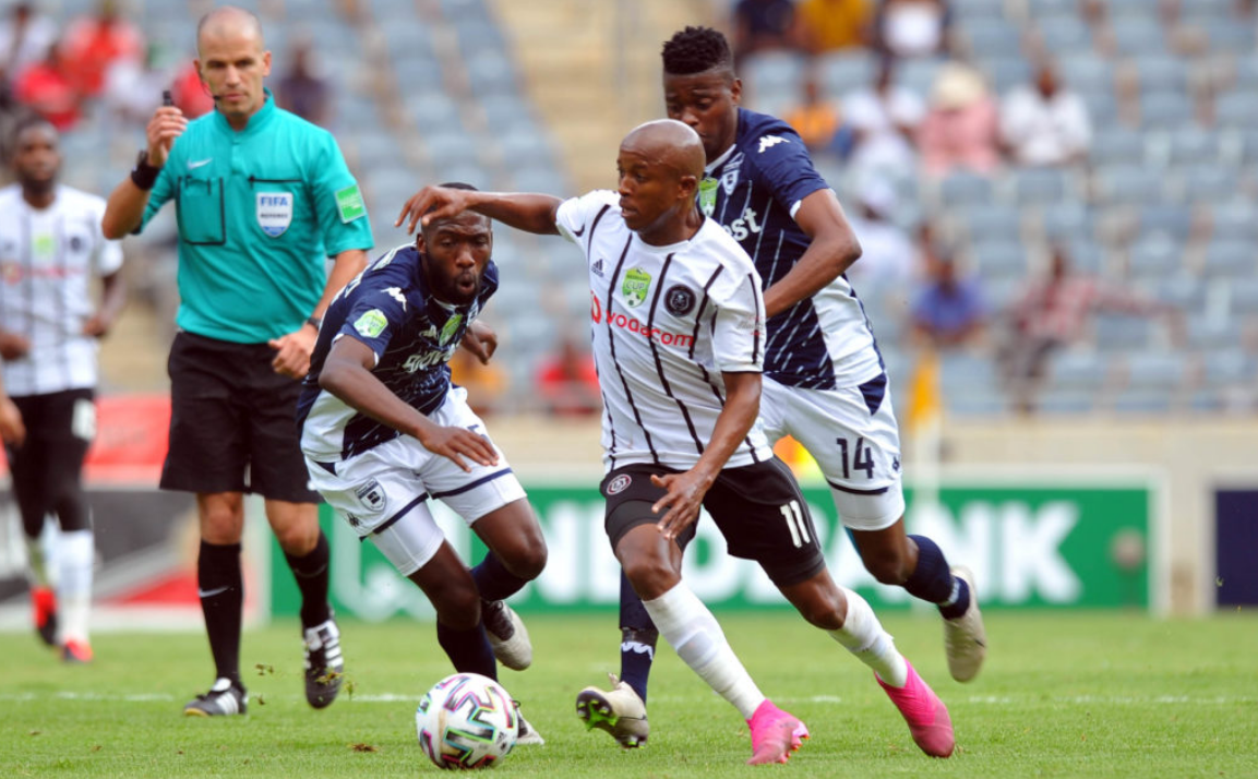Luvuyo Memela taking on Wits players at top speed