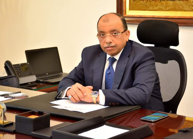 وزير التنمية المحلية يتلقى تقريراً حول بدء تطبيق منظومة التراخيص والاشتراطات البنائية الجديدة فى 319 مدينة وحي بالمحافظات