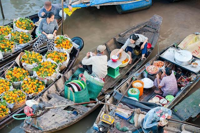 Có tiếng nhất nhì ở miệt sông nước đồng bằng sông Cửu Long, chợ nổi Cái Răng nằm trên một nhánh sông Hậu (Cần Thơ) là một trong ba chợ nổi lớn nhất trong khu vực. Thương lái tụ tập từ sớm, trên những chiếc xuồng, ghe, tắc ráng...