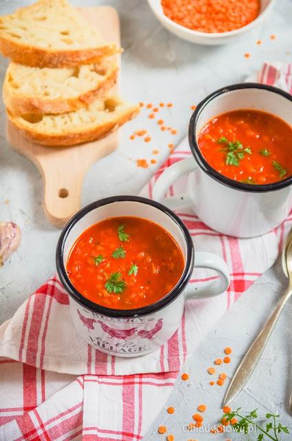 Zupa z pieczonych pomidorów z soczewicą