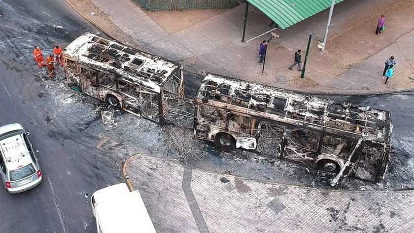 Автобус, який згорів під час протестів