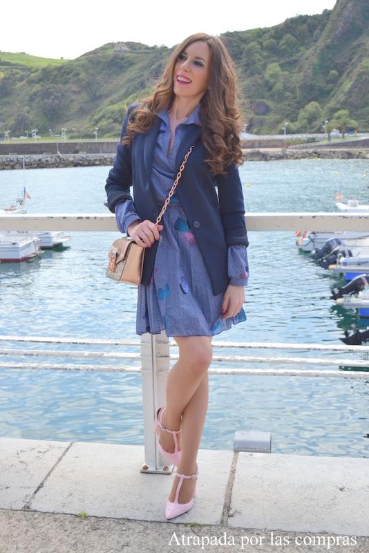 Vestido azul pastel zapatos