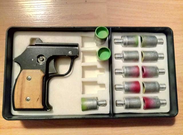 Стреляющий механизм для 15-мм сигнальных патронов в виде пистолета