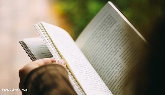 Membaca Buku Saat Stay at Home