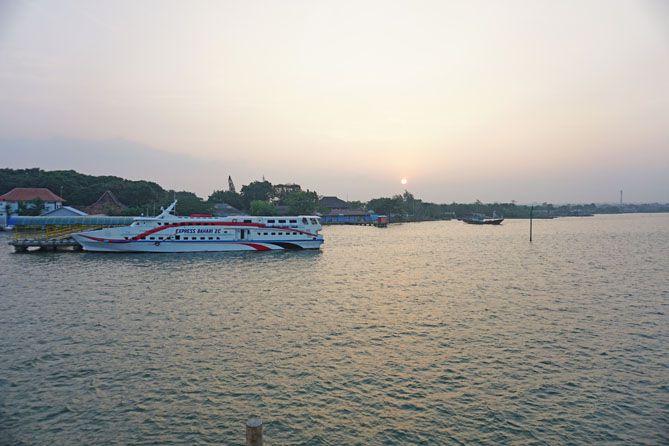Kapal cepat Express Bahari tertambat di Pelabuhan Jepara