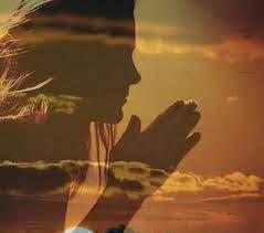 Resultado de imagem para orar de mãos postas