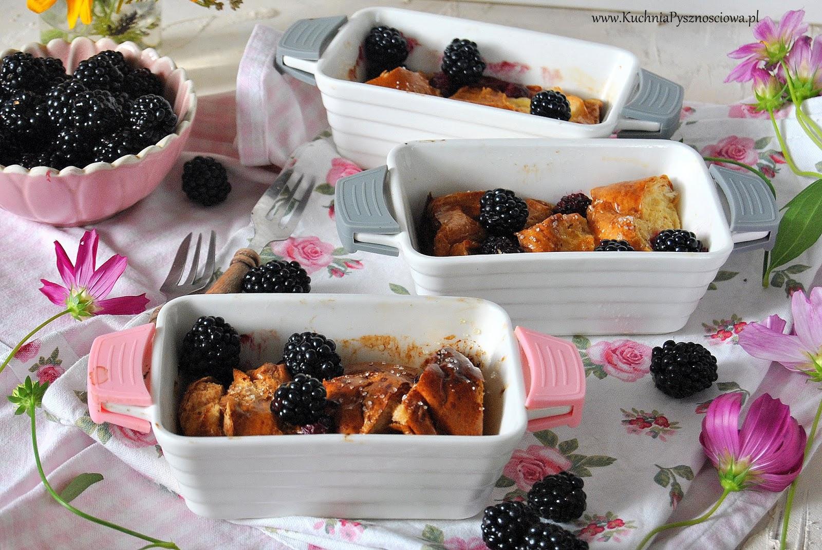 629. Pudding z chałki z owocami