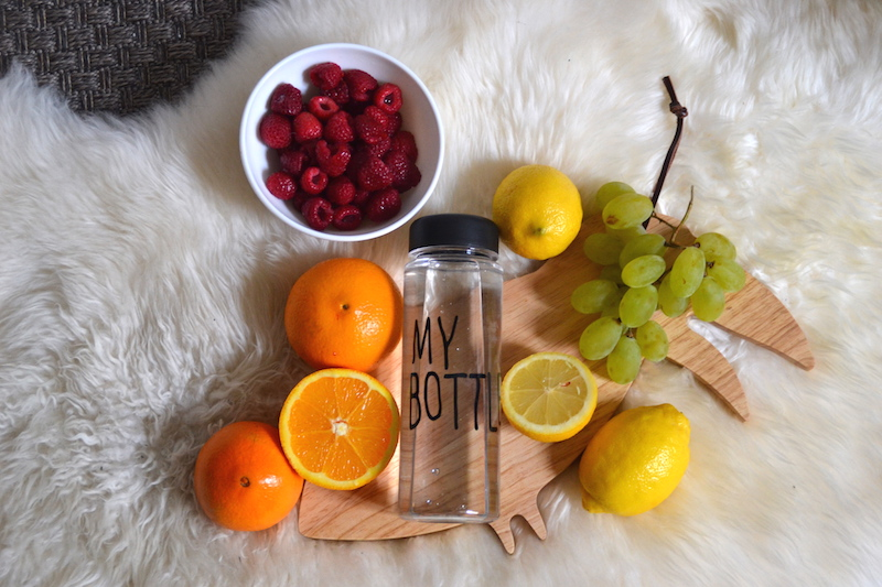 Ma Detox Water avec orange, raisin, citron et framboises