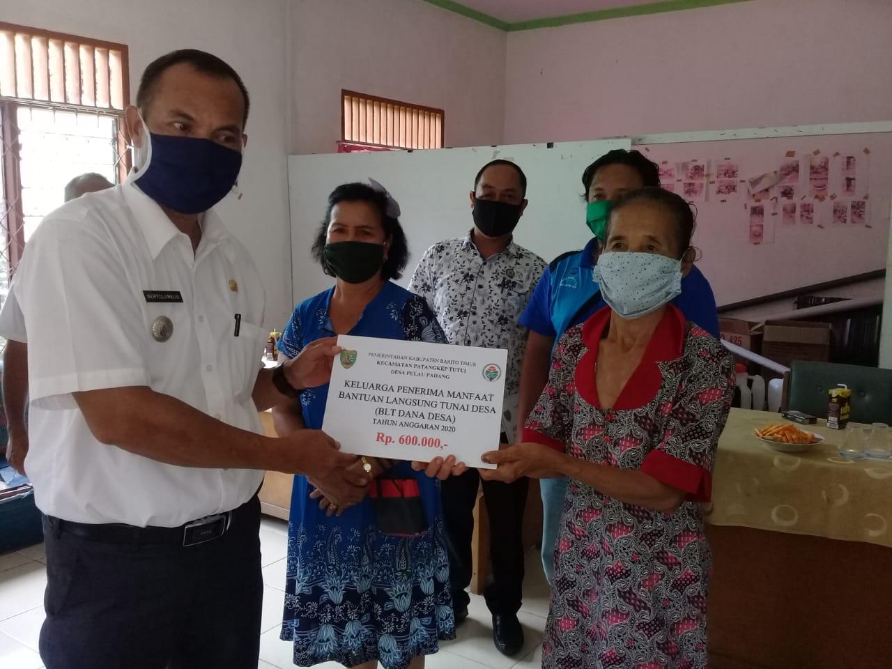Sebanyak 58 KPM Pulau Padang Terima BLT - DD