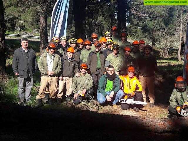 El personal contraincendios de Medio Ambiente mejora su formación en uso de maquinaria forestal y poda en altura